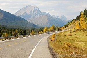 winding-mountain-highway-7196005