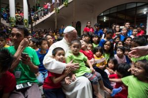 Pope_Francis_met_with_street_children_during_his_visit_to_the_Philippines_onJan_16_2015_Credit_ANSA_OSSERVATORE_ROMANO_CNA_1_16_15